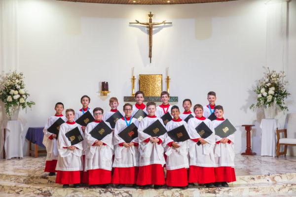Aquinas Schola Choir back-up star's Christmas record